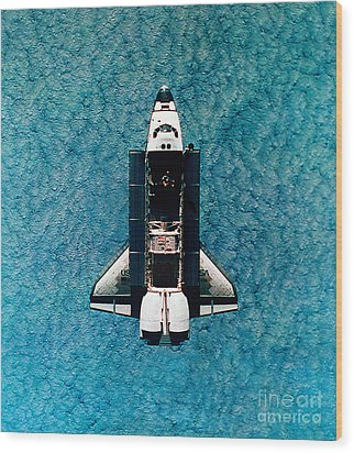 Atlantis Space Shuttle Wood Print by Science Source
