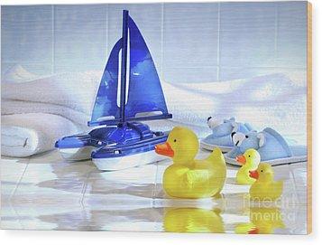Bathtime Fun  Wood Print by Sandra Cunningham