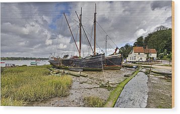 Boats On The Hard At Pin Mill Wood Print by Gary Eason