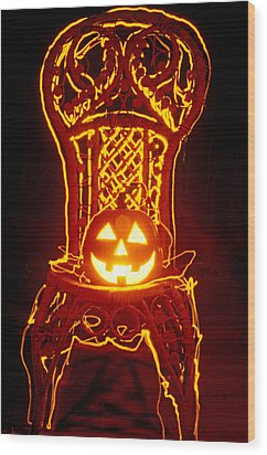Carved Smiling Pumpkin On Chair Wood Print by Garry Gay