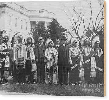 Coolidge With Native Americans Wood Print by Photo Researchers