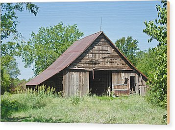 Cove Barn Wood Print by Lisa Moore