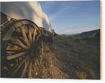 Covered Wagon At Bar 10 Ranch Wood Print by Todd Gipstein