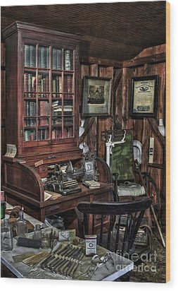 Doctor's Office Wood Print by Susan Candelario
