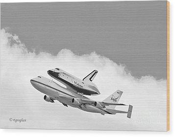 Enterprise Shuttle Over Ny Wood Print by Regina Geoghan