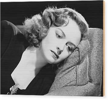 Eyes In The Night, Donna Reed, 1942 Wood Print by Everett