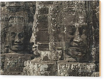 Faces Of Banyon Angkor Wat Cambodia Wood Print by Bob Christopher