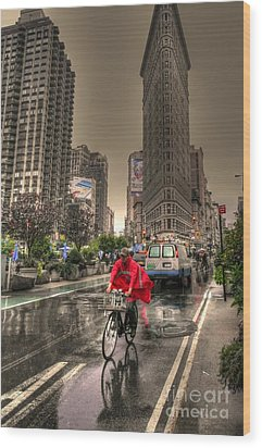 Flatiron In The Rain Wood Print by David Bearden