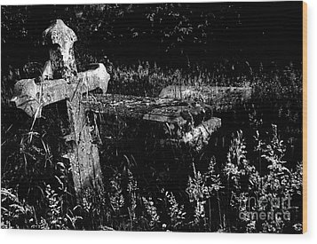 Forgotten Headstones Wood Print by Darren Burroughs