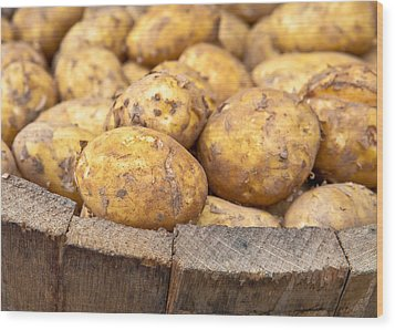 Freshly Harvested Potatoes In A Wooden Bucket Wood Print by Tom Gowanlock