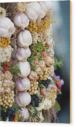 Garlic On Ecological Market Wood Print by Maciej Frolow