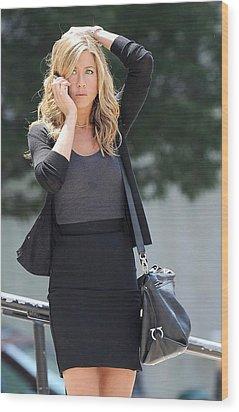 Jennifer Aniston On Location Wood Print by Everett