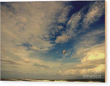 Kite At Folly Beach Near Charleston Sc Wood Print by Susanne Van Hulst