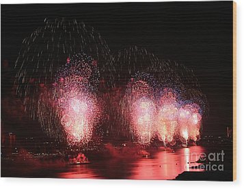 Macy's Fireworks On The Hudson Wood Print by Living Color Photography Lorraine Lynch