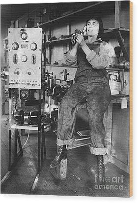 Mary Loomis, Radio School Operator Wood Print by Science Source