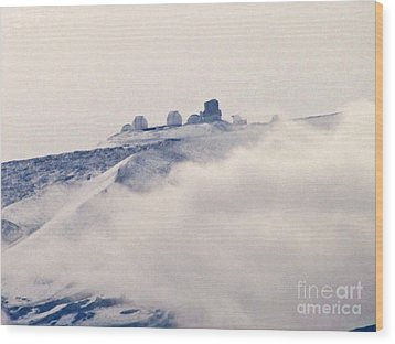 Mauna Kea Observatories With Snow Wood Print by Bette Phelan