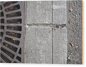 Metal Grate On Sidewalk Wood Print by Paul Edmondson
