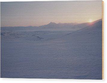 Midnight Sun Hovers Above Polar Wood Print by Gordon Wiltsie