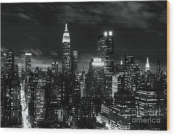 Monochrome City Wood Print by Andrew Paranavitana