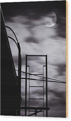Moon Over Brooklyn Rooftop Wood Print by Gary Heller