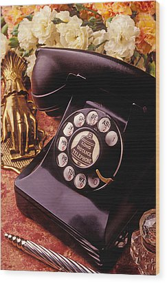 Old Bell Telephone Wood Print by Garry Gay
