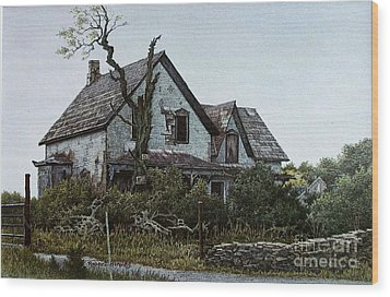 Old Farmhouse Picton Wood Print by Robert Hinves
