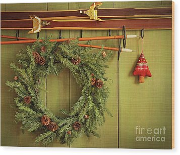 Old Pair Of Skis Hanging With Wreath  Wood Print by Sandra Cunningham