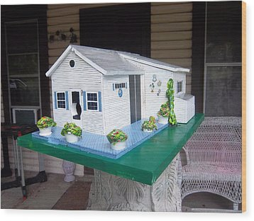 Pat's Cottage Birdhouse Wood Print by Gordon Wendling