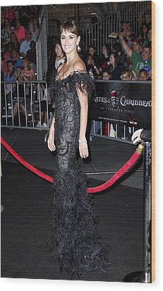 Penelope Cruz Wearing A Marchesa Dress Wood Print by Everett