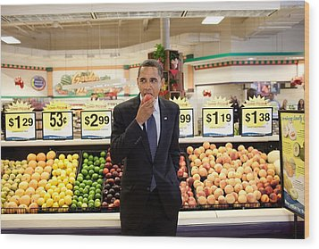 President Barack Obama Eats A Peach Wood Print by Everett
