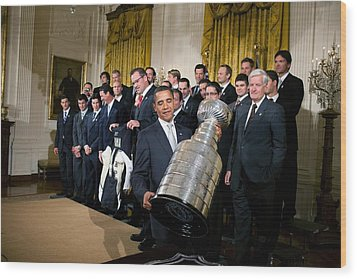 President Barack Obama Lifts Wood Print by Everett