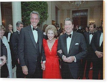 President Reagan And Nancy Reagan Wood Print by Everett