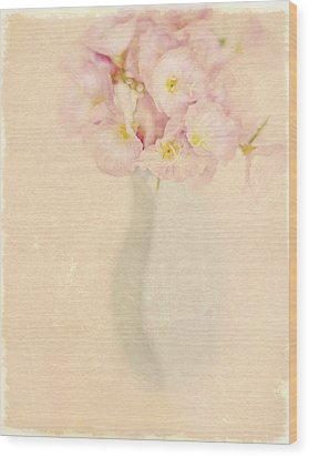 Pretty Primroses Wood Print by Linde Townsend
