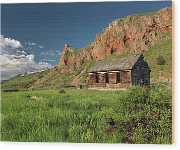 Red Rock Cabin Wood Print by Leland D Howard
