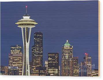 Space Needle And Downtown Seattle Skyline Wood Print by Rob Tilley