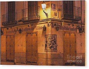 Spanish Taberna Wood Print by John Greim
