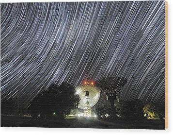 Star Trails Over Parkes Observatory Wood Print by Alex Cherney, Terrastro.com