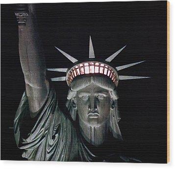 Statue Of Liberty Wood Print by David Pringle