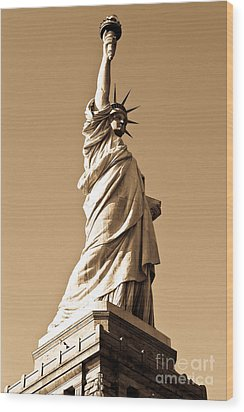 Statue Of Liberty Wood Print by Syed Aqueel