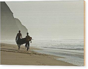 Surfers Wood Print by Daniel Kulinski