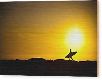Surfer's Dawn Wood Print by Zarija Pavikevik