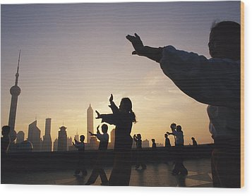 Tai Chi On The Bund In The Morning Wood Print by Justin Guariglia