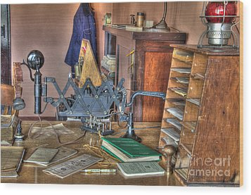 Telegraph Office At Kelso Wood Print by Bob Christopher