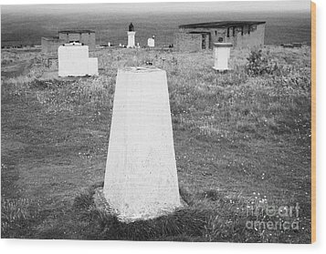 Triangulation Point And Old Weather Station At Dunnet Head Most Northerly Point Of Mainland Britain  Wood Print by Joe Fox