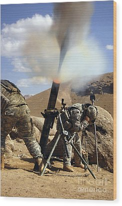 U.s. Army Soldiers Firing A 120mm Wood Print by Stocktrek Images