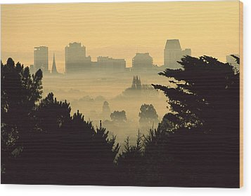 Winter Smog Over The City Wood Print by Colin Monteath