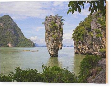 007 Island   2 Wood Print by Mark Ashkenazi