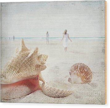 Beach Scene With People Walking And Seashells Wood Print by Sandra Cunningham