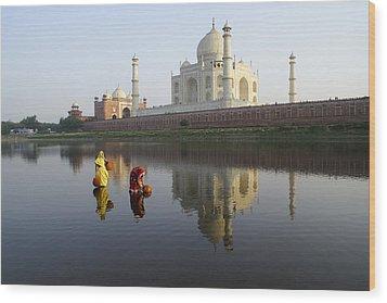 Timeless Taj Mahal Wood Print by Michele Burgess