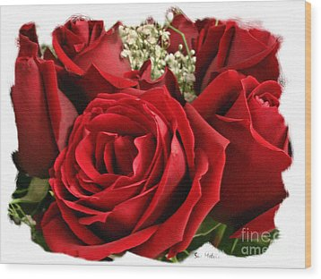 A Bouquet Of Red Roses Wood Print by Sue Melvin
